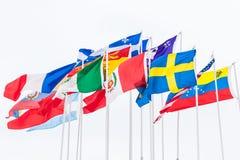 不同的国家国际旗子在杆垂悬 免版税库存照片