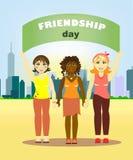 不同的国家的女孩站立握手和拿着友谊海报反对 库存例证