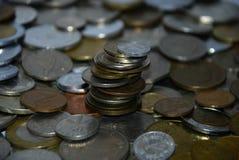 不同的国家硬币塔  图库摄影