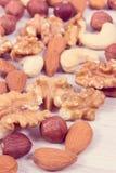 不同的坚果和杏仁当来源维生素和矿物 库存照片