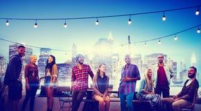 不同的城市大厦屋顶上面乐趣概念 免版税图库摄影