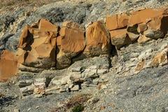 不同的大小岩石自然石头和残骸镶边纹理作为原始的背景 山o的倾斜 图库摄影