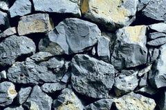 不同的大小自然灰色石头背景纹理  免版税库存图片