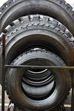 不同的大小轮胎在商店 库存照片
