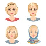 不同的女性发型 对于有金发的妇女,中部变老了妇女 免版税库存照片