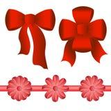 不同的形状五把明亮的红色弓  免版税库存照片
