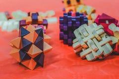 不同的形状和颜色的五颜六色的块安排 免版税图库摄影