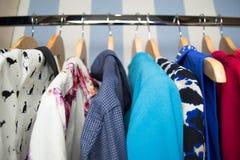 给不同的挂衣架穿衣 免版税库存图片