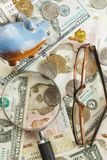 不同的收藏家` s硬币和钞票 免版税库存图片