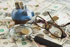 不同的收藏家` s硬币和钞票 库存照片