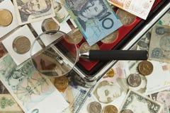 不同的收藏家` s硬币和钞票 库存图片