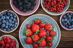 不同的新鲜的夏天莓果 库存照片