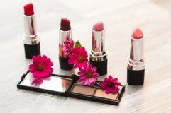 不同的构成化妆用品,减速火箭,葡萄酒,妇女,女孩,秀丽 免版税库存图片