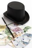 不同的欧洲钞票、高顶丝质礼帽和魔术鞭子 库存图片