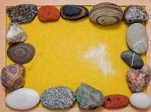 不同的石头和黄沙模板文本的 图库摄影