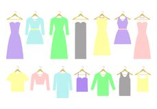 不同的礼服和衬衣的汇集在挂衣架 免版税库存图片