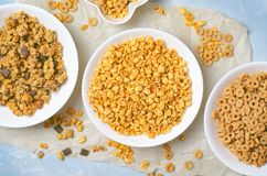 不同的种类谷物,快的早餐,健康快餐 免版税库存照片