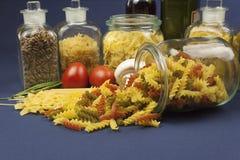 不同的种类在桌上的面团,与菜一起 免版税库存照片