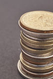 不同的种类在黑背景的硬币 宏观细节 图库摄影