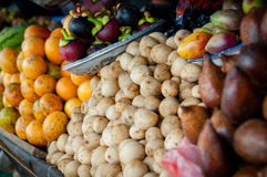 不同的种类异乎寻常的果子在a的待售 库存照片