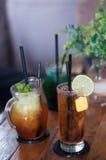 不同的种类被冰的茶 免版税库存照片
