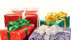 不同的箱子、礼物栓与丝带和弓 股票视频