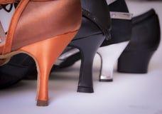 不同的脚跟妇女鞋子 免版税库存图片