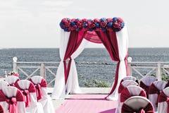 不同的花婚礼曲拱  库存照片