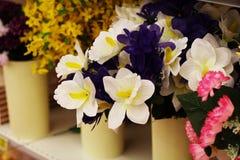 不同的花紫罗兰色白色蓝色花束 库存图片