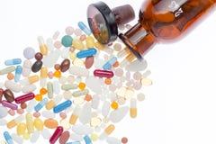 不同的药片和shtanglass 库存照片