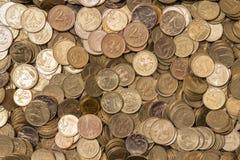 不同的衡量单位很大数量的俄国硬币  免版税库存照片