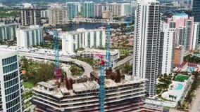不同的配置引人入胜的摩天大楼航拍,晴朗的小岛靠岸,迈阿密 股票录像