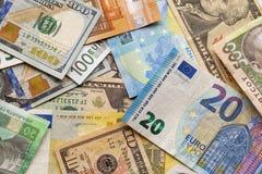 不同的钞票五颜六色的抽象背景  乌克兰本国货币票据、美国美元和欧元 金钱和 库存照片