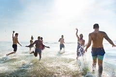 不同的青年人乐趣海滩概念 库存图片