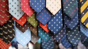 不同的领带待售 库存图片