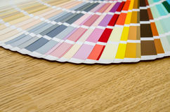 不同的颜色和树荫调色板  免版税库存照片