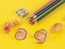 不同的颜色和铅笔刀一些色的铅笔  库存图片