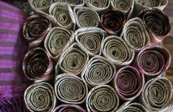 不同的颜色手工制造织品,缅甸缅甸 免版税库存照片