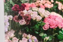 不同的颜色玫瑰华美的花束  库存图片