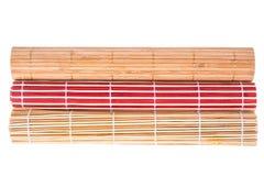 不同的颜色竹席子在白色背景的 免版税图库摄影