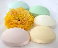不同的颜色肥皂  免版税库存照片