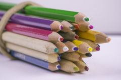 不同的颜色蜡笔  免版税库存照片