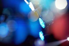 不同的颜色风景色的泛光灯在夜总会 库存照片