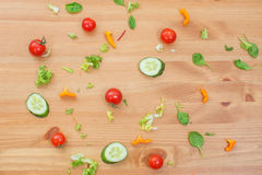 不同的水果和蔬菜有机食品背景在木桌上 概念吃健康 库存图片