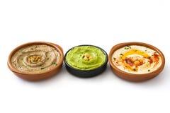 不同的hummus碗 鸡豆hummus、鲕梨hummus和扁豆hummus 免版税库存照片