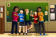 不同种族的学生在教室 免版税图库摄影