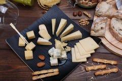 不同面包的干酪 库存照片