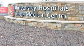 不孕治疗院在大学医院` s Ahuja医疗中心在Beachwood,俄亥俄,反应4,000个鸡蛋/胚胎损伤的美国  库存照片