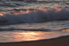 不安定的海的波浪 免版税库存图片