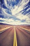 不尽的沙漠路在死亡谷,美国 免版税库存图片